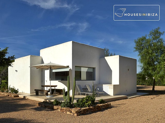 Private villa for 8 people just 5 minutes from Ibiza town