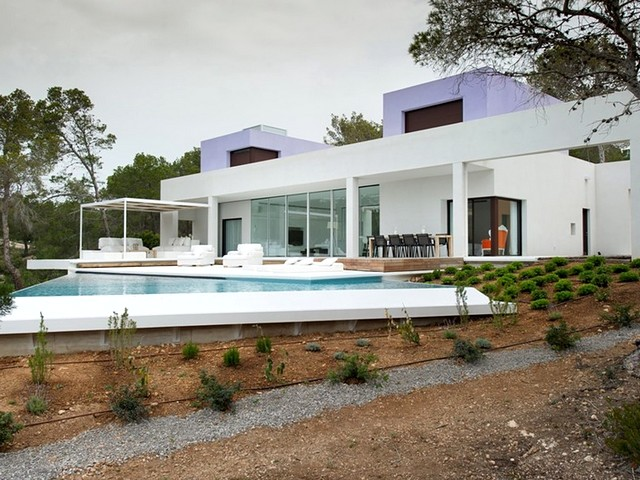 Modern, luxury villa for rent close to EsCubells