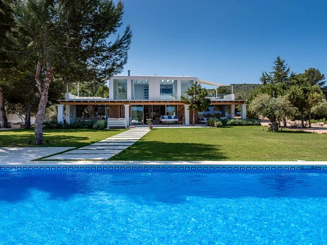 Beautiful villa just a few mins away from Cala Bassa Beach Club