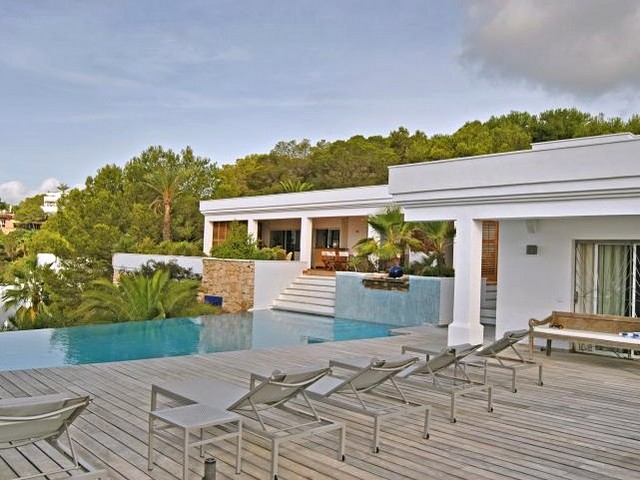 Location! A beautiful 4 bedroom Ibiza villa right by Cala Jondal beach