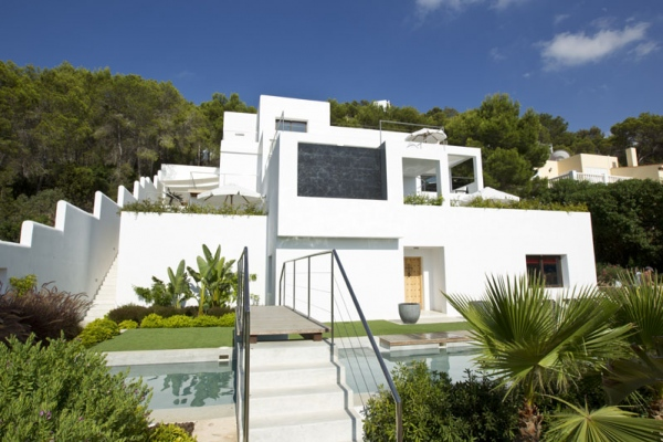 Excellent 6 bedroom holiday villa in San Antonio, Ibiza  that sleeps 12 people
