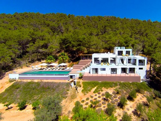 A large 5 bedroom luxury villa in Sant Josep De Sa Talaia
