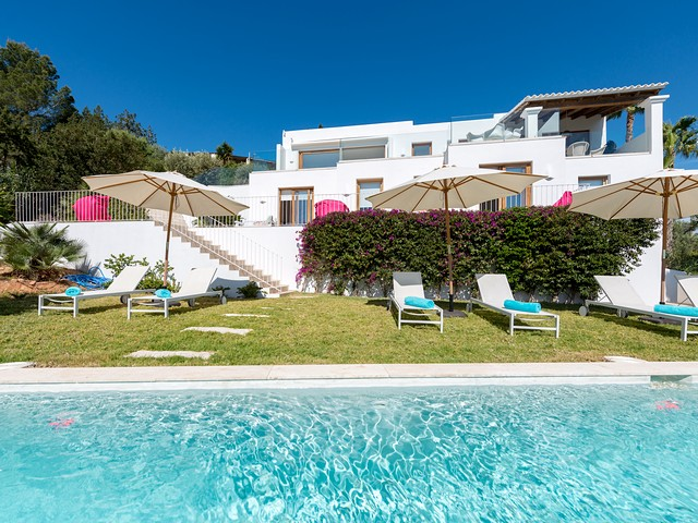 Lovely 4 bedroom holiday villa close to Ibiza Town