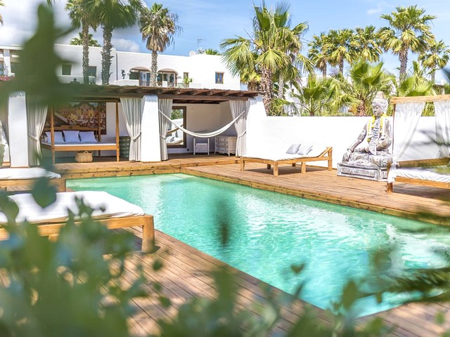 Beautiful 3 bedroom holiday villa near Ibiza Town
