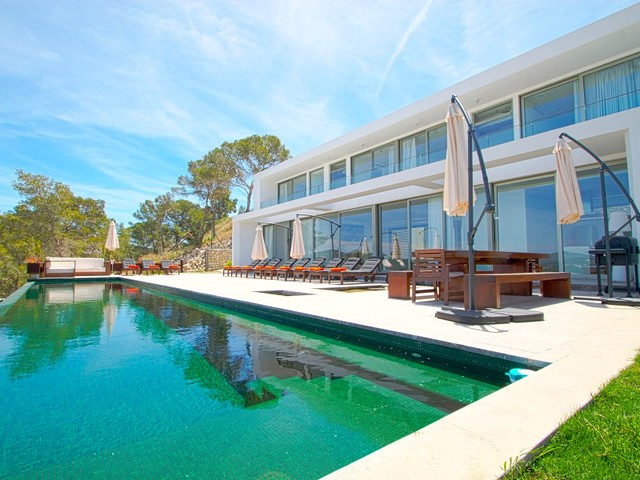 Stunning private villa in Roca Llisa, perfect for a large group