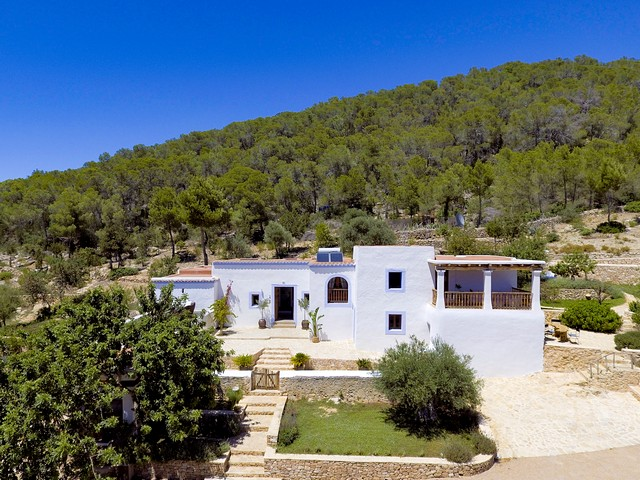 A stunning 6 bedroom Ibiza finca to rent close to San Antonio
